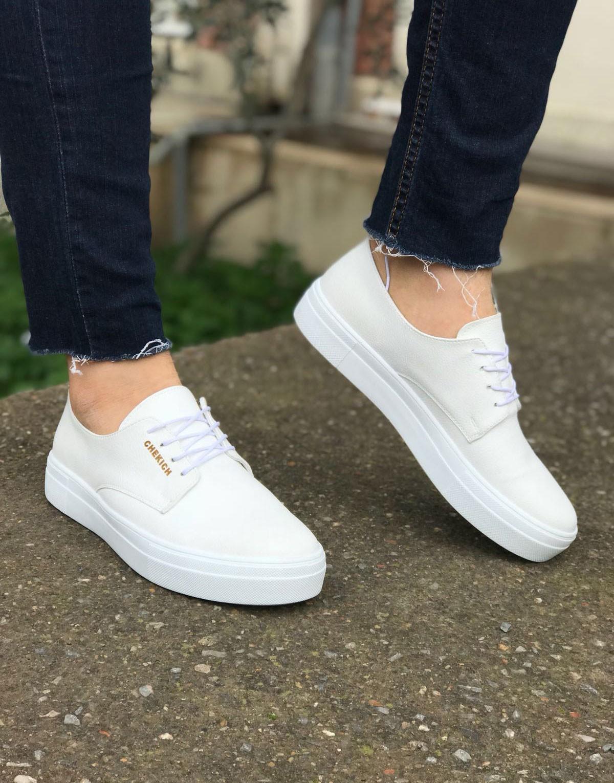 Renkli Sneakerlar Bu Yaz Çok Moda
